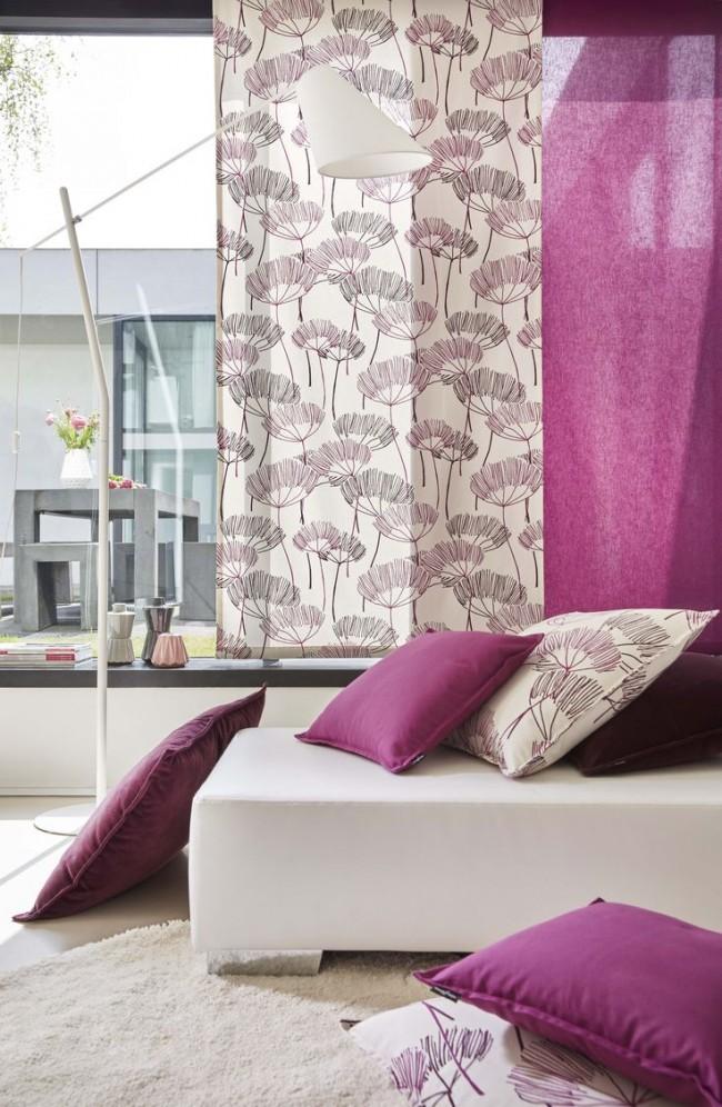 Шторы в спальню с рисунком и отдельной шторкой контрастирующей с подушкой