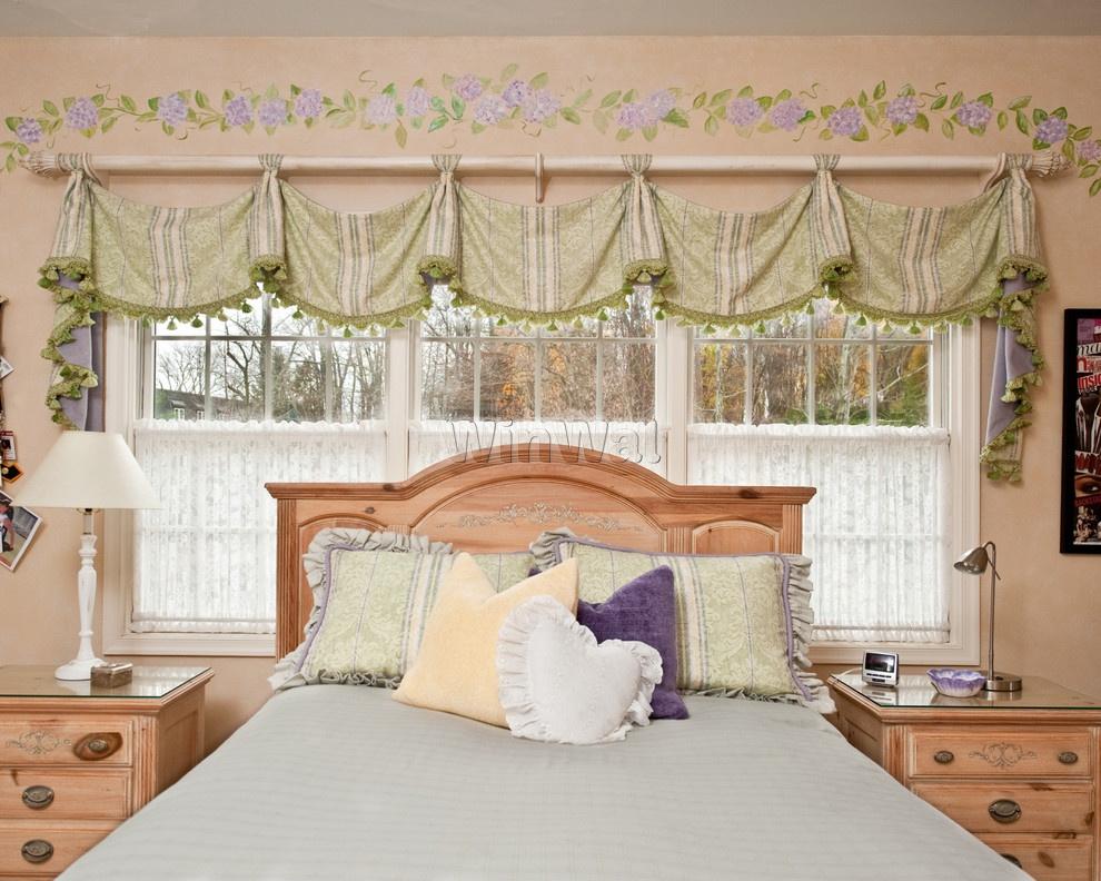 Короткие шторы в спальню до подоконника с гардинами