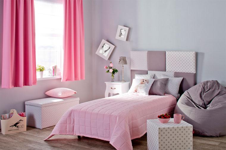 Розовые шторы короткие в спальне до подоконника