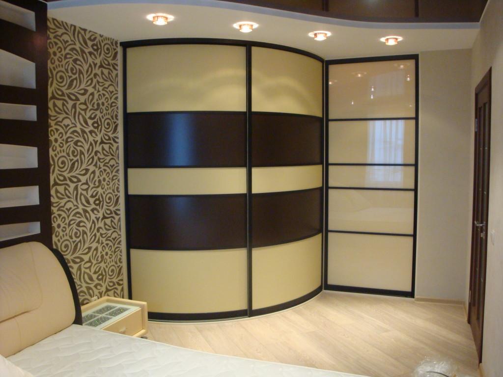 Дизайн радиусного шкафа в интерьере спальни