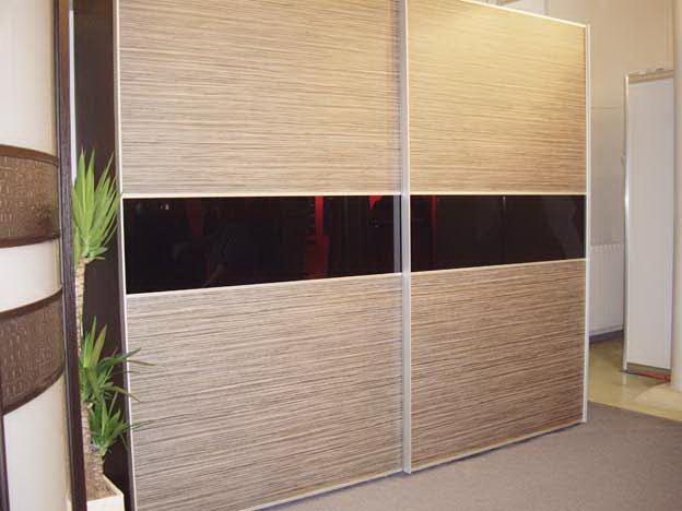 Необычные бамбуковые вставки в шкафу прекрасно дополняют дизайн спальни