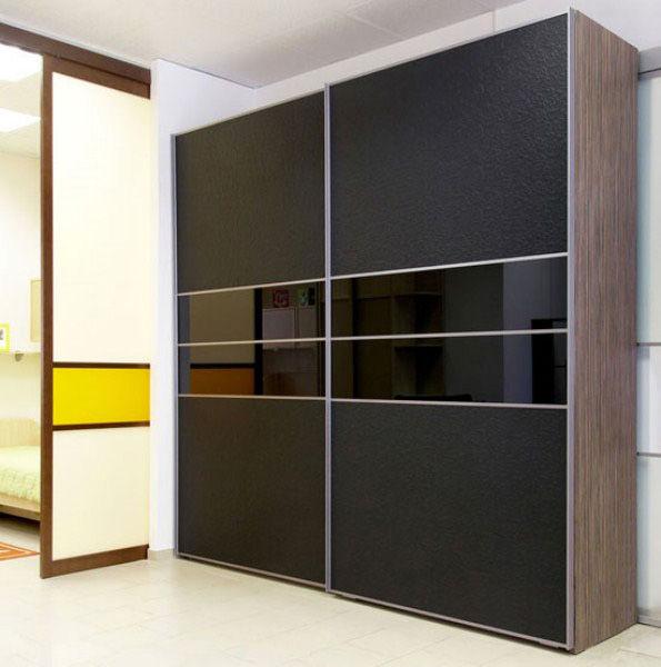 В дизайне данного шкафа присутствуют кожаный фасад, прекрасное сочетание в интерьере помещения