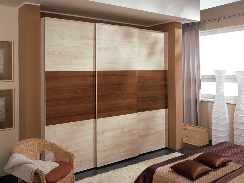 В дизайн шкафа купе входят деревянные элементы, отлично подчёркивают как интерьер так и дизайн помещения