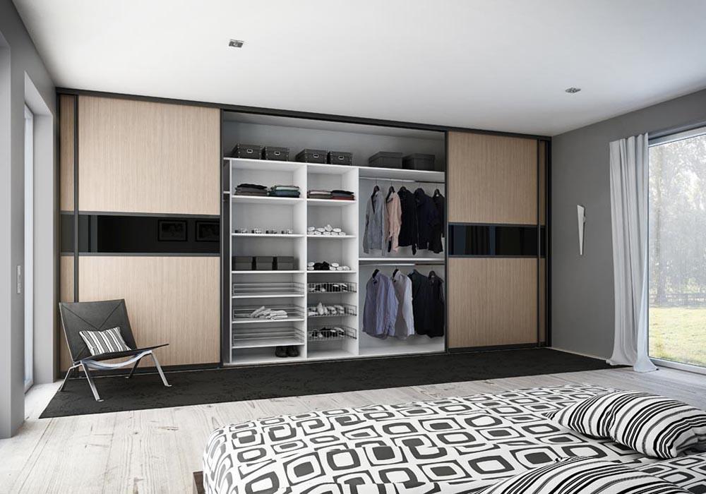 Шкаф с комбинированными фасад в дизайне воздушной спальни