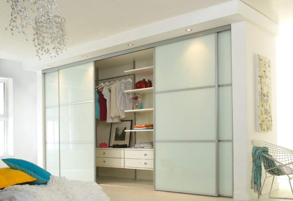 Вариант дизайн встроенного шкафа