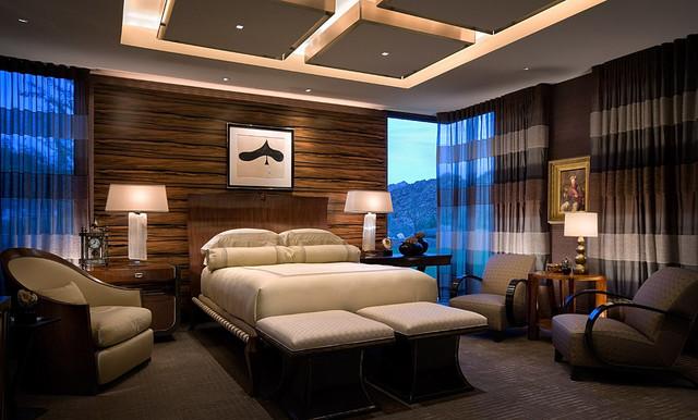Двухуровневый потолок из гипсокартона в спальне квартиры или коттеджа с высокими потолками