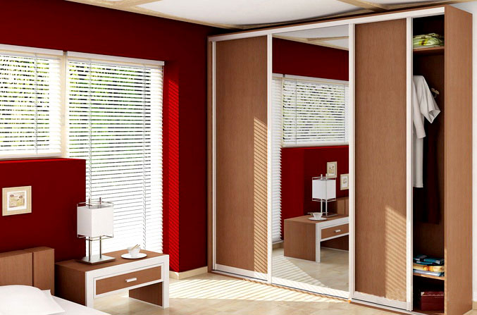 Дизайн шкафа купе в бежевых тонах, отличное дополнение в интерьер спальни