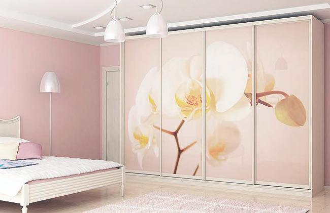 Варианты оформления дизайна дверей шкафа купе в спальню
